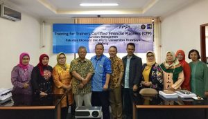 (Indonesia) Dosen Jurusan Manajemen Ikuti Training of Trainers Certified Financial Planners (CFP)